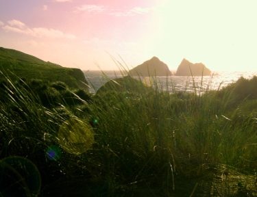 Holywell_Bay_Evening_-_panoramio-wikimedia-need-to-attribute-to-owner.jpg